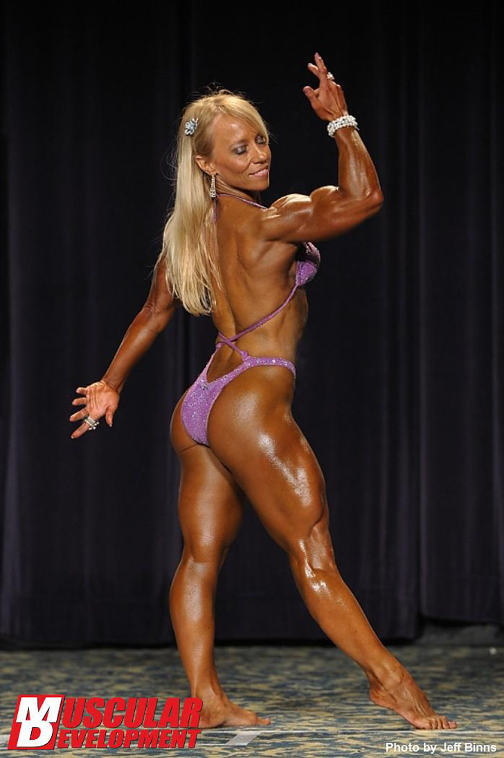 Wynne Regan Flexing Her Ripped Muscles At The 2011 IFBB North American Championships