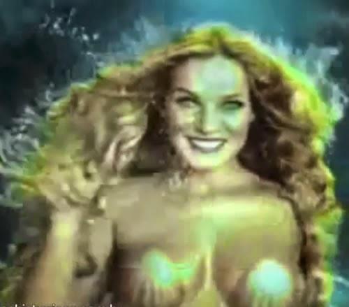 Propaganda da Skol no começo do ano 2000 que uma sereia enfeitiça um homem.