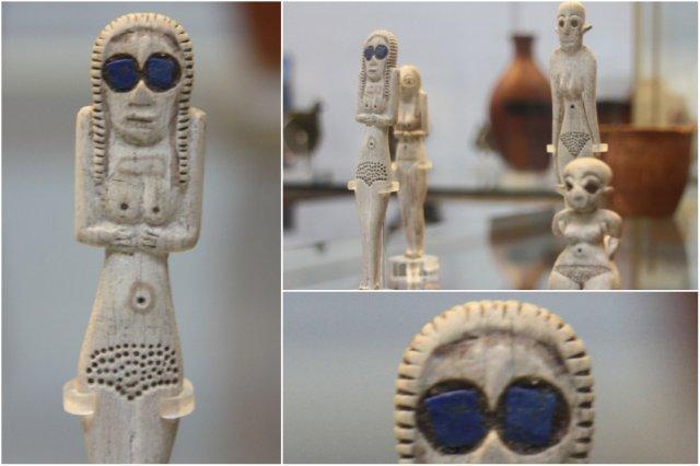 Estatuillas egipcias hechas de huesos en el British Museum, Museo Britanico en Londres