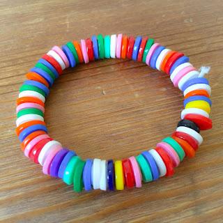 pyssel barn armband tips inspiration rörpärlor hamapärlor nabbipärlor pyssla beskrivning instruktion tutorial tut