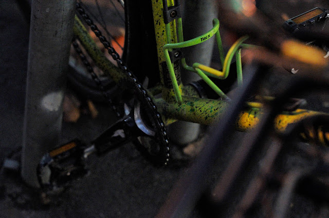 Surly, 1x1, frame, single speed, bicycle, bike, custom, modified, mod, bespoke, paint job, tim Macauley, the Biketorialist, the light monkey collective, Collins st, Melbourne, Australia, green, gritty, grit, splatter, awesome, paintjob , chainring, bottom bracket