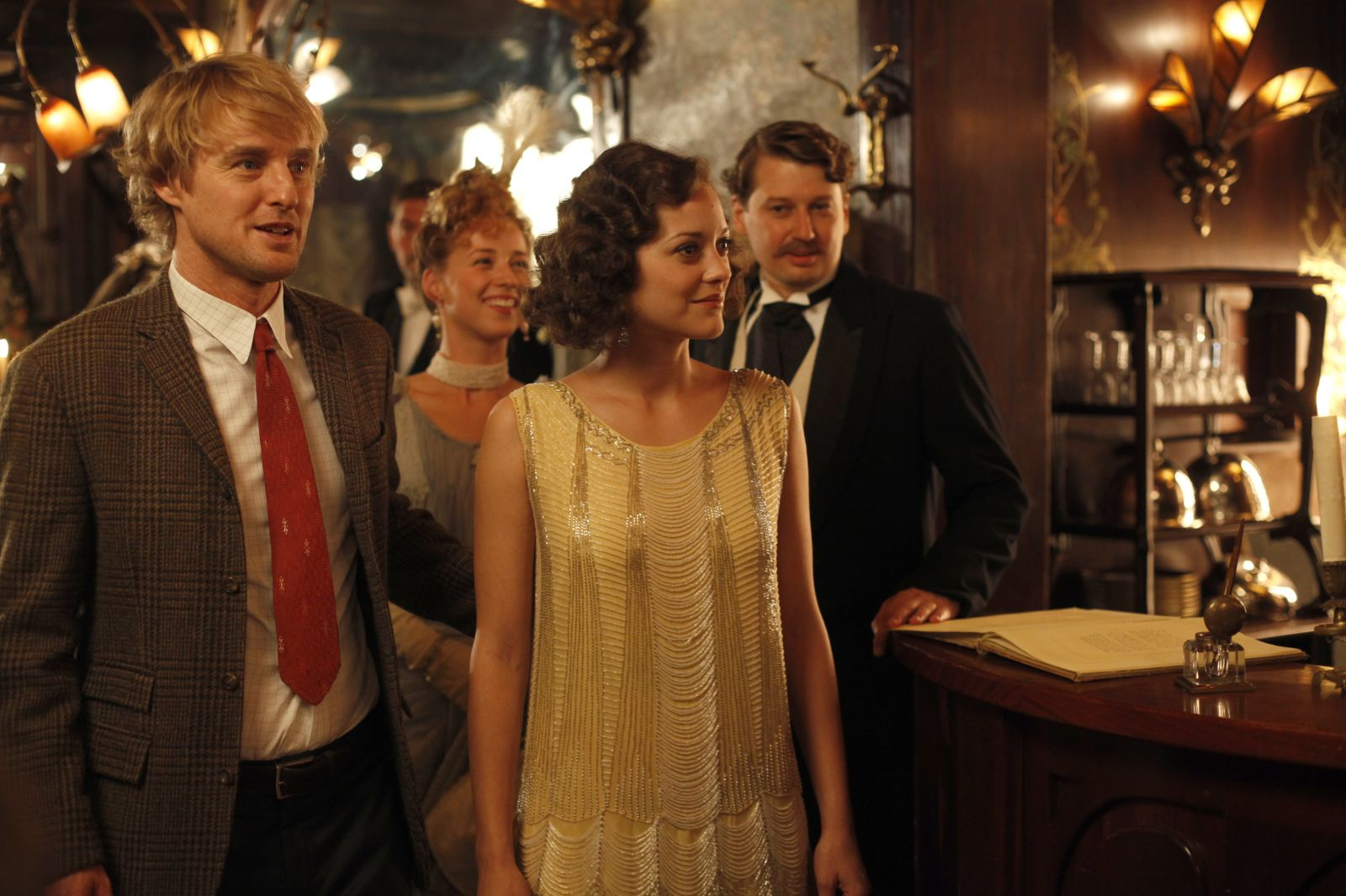 midnight in paris literary analysis This review contains spoilers oh, yes, it does, because i can't imagine a way to review midnight in paris without discussing the delightful fantasy at the heart of woody allen's new comedy the trailers don't give it away, but now the reviews from cannes have appeared, and the cat is pretty much out of the bag.