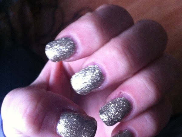 Golden glitter nails.