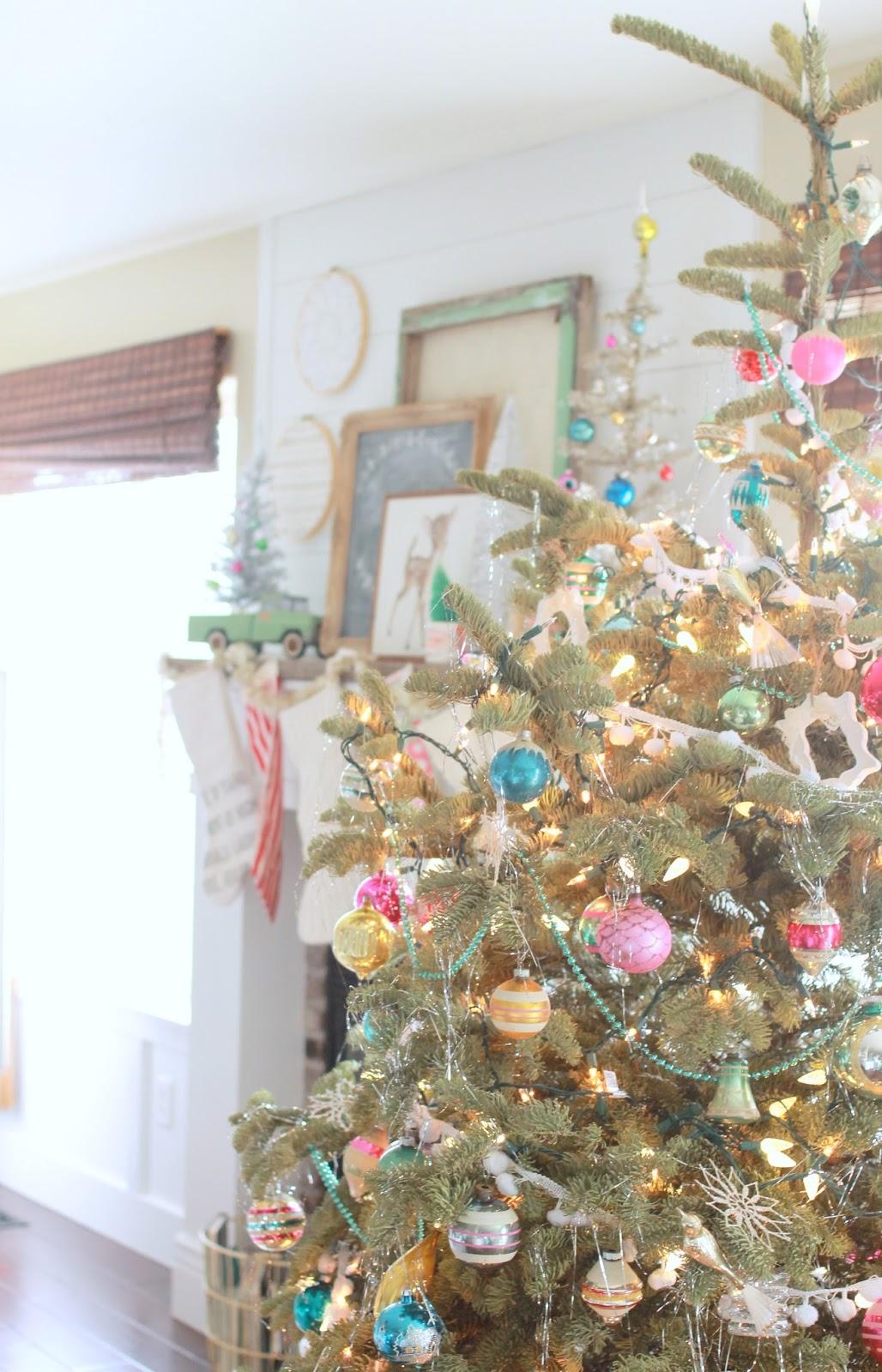 Whimsical Treasures: Kitschy Vintage Christmas Tour (part 1)