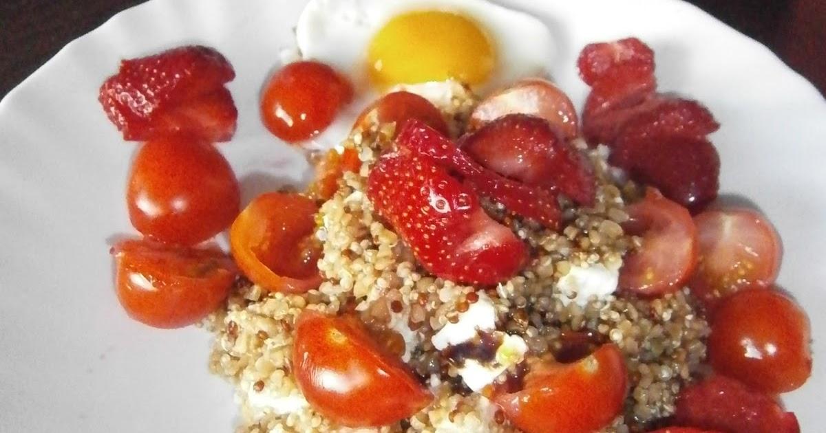 d lices d 39 une novice salade de quinoa et boulgour aux fraises tomates cerises et feta. Black Bedroom Furniture Sets. Home Design Ideas