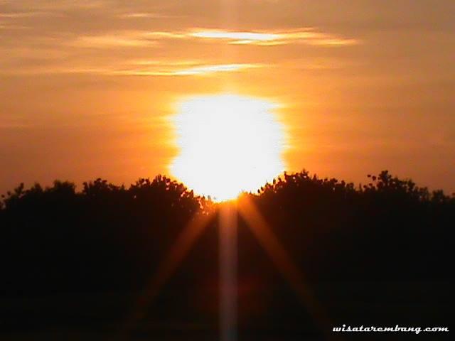 Gambar keindahan langit sore saat matahari mau tenggelam