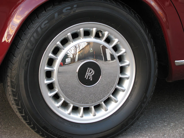 Rolls-Royce beauty ring hub cap