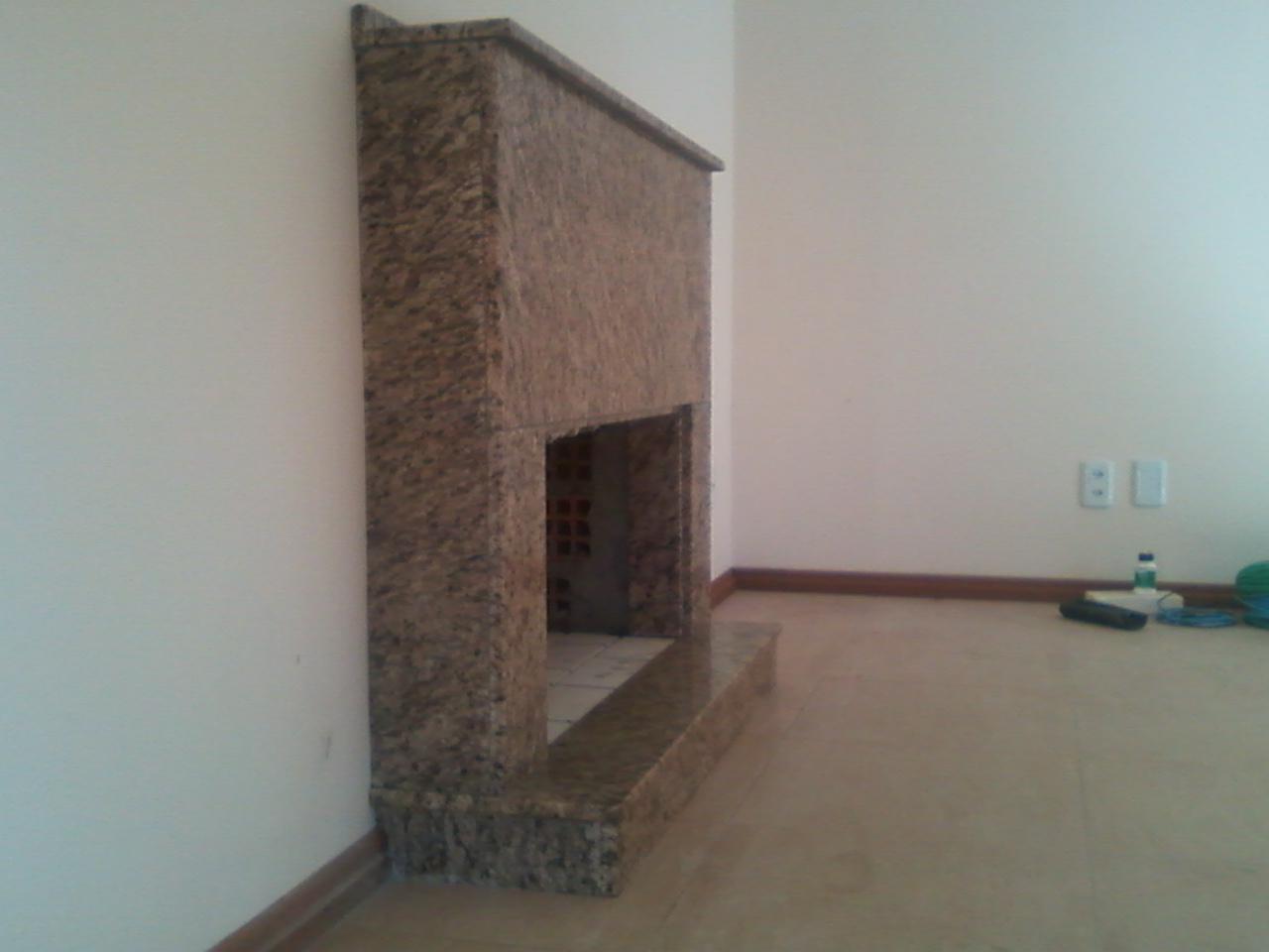 MARMORARIA CARDOZO: Lareira em Granito Ornamental escuro. #5D4B41 1280x960 Banheiro Com Granito Aqualux