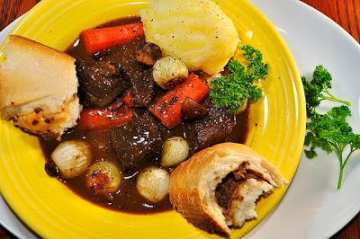 http://1.bp.blogspot.com/-r4rXPpPr_kY/UiGMAZeXKbI/AAAAAAAALGU/J3JQMoCL3aY/s1600/Beef+Bourguignon.jpg