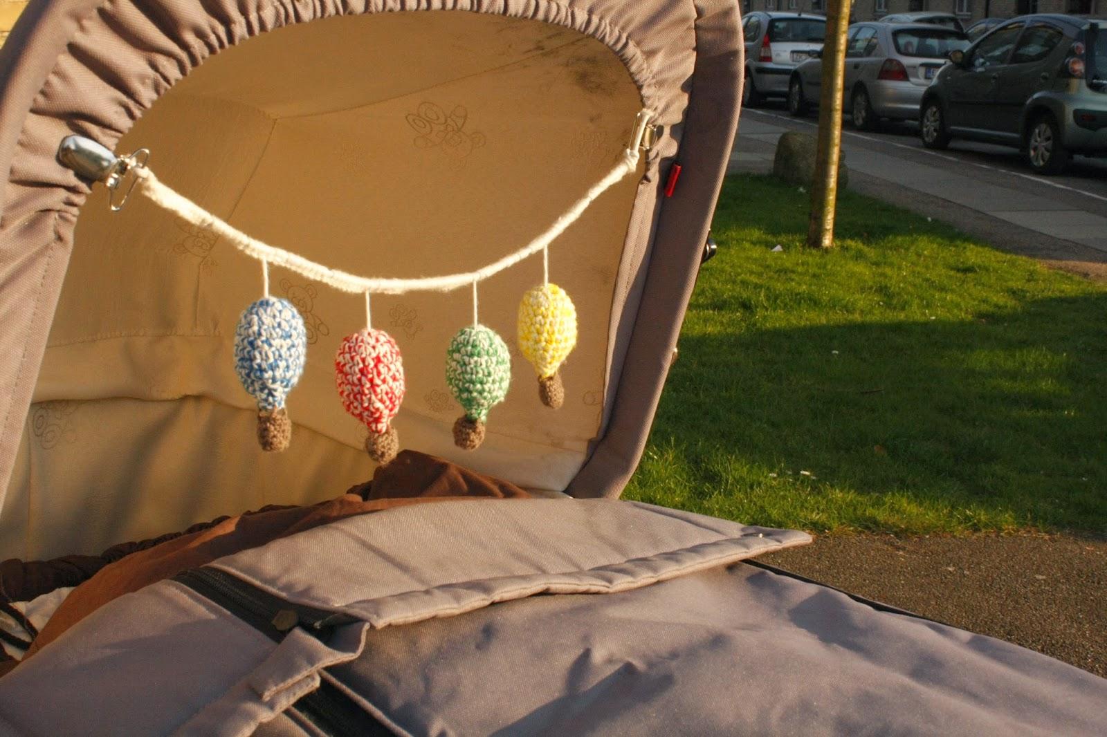 hæklet barnevognskæde med luftballoner