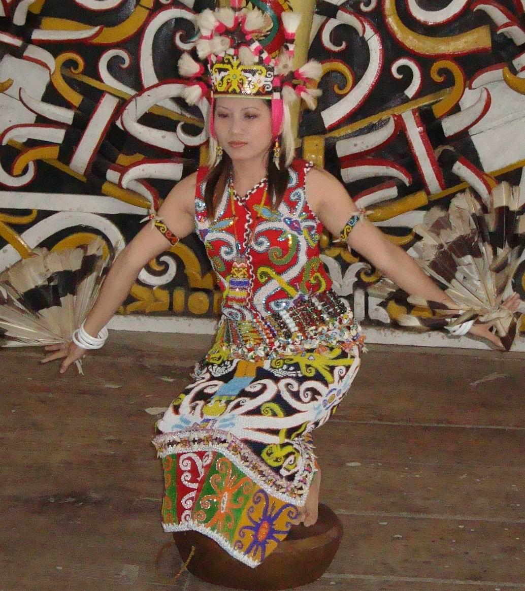 Indonesian Culture Ensyclopedia: Dayak Tribe Clothes ...