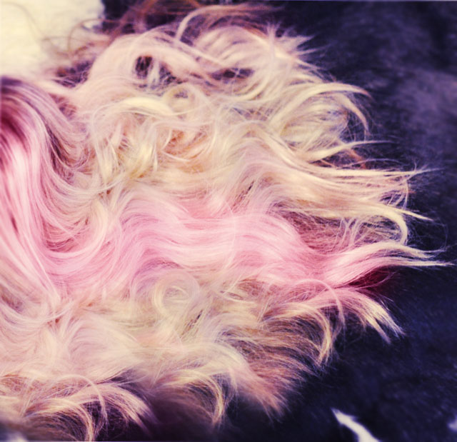 soft beach waves hair with pink