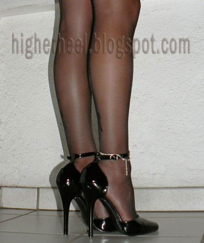 6 inch black pumps