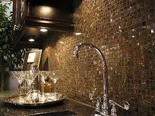 kitchen-Backsplash-ideas-with-glass-tiles