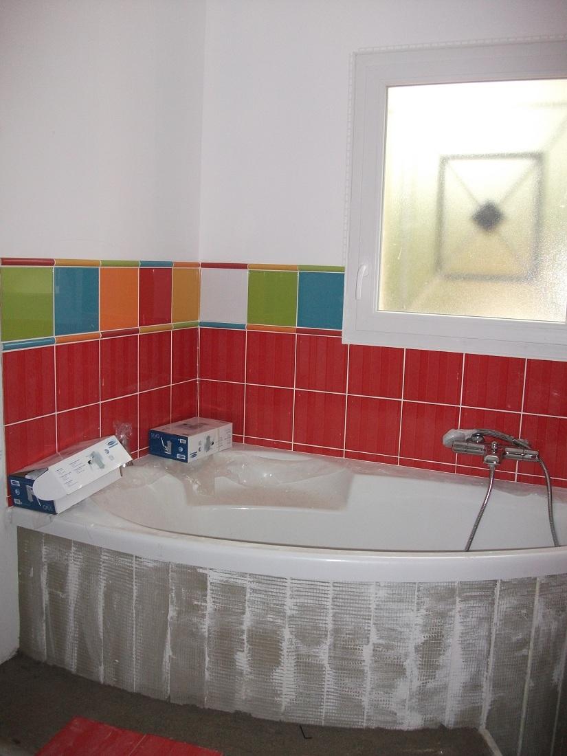 Carrelage salle de bain enfant carrelage salle de bain for Faience cuisine coloree