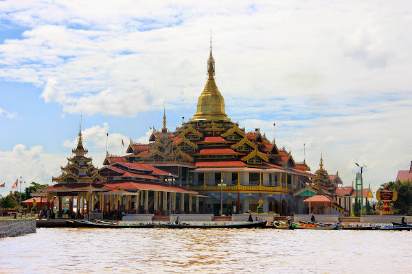 Pagoda Phaung Daw Oo (Lago Inle)