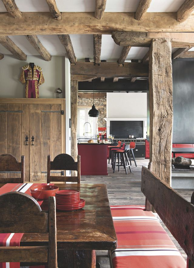 Decordemon a farmhouse in the basque country for Salle a manger rustique