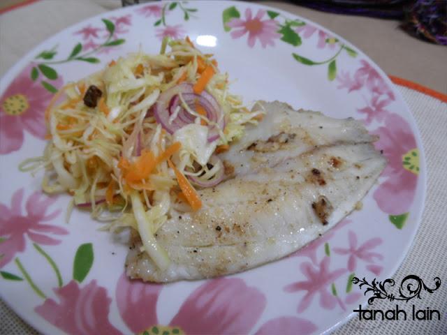 Receta de Filete de Pescado al Mojo de Ajo y Ensalada de Col.