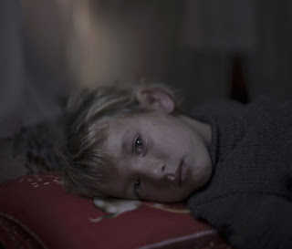 http://culturainquieta.com/es/foto/item/8421-un-gran-fotografo-nos-muestra-donde-duermen-los-ninos-refugiados-sirios.html