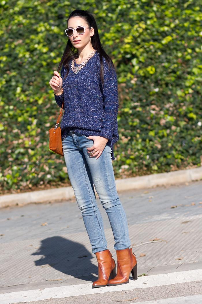 Outfit estilo casual con jeans modelo Marcelle de meltin' Pot y jersey de punto en color azul blogger moda Valencia