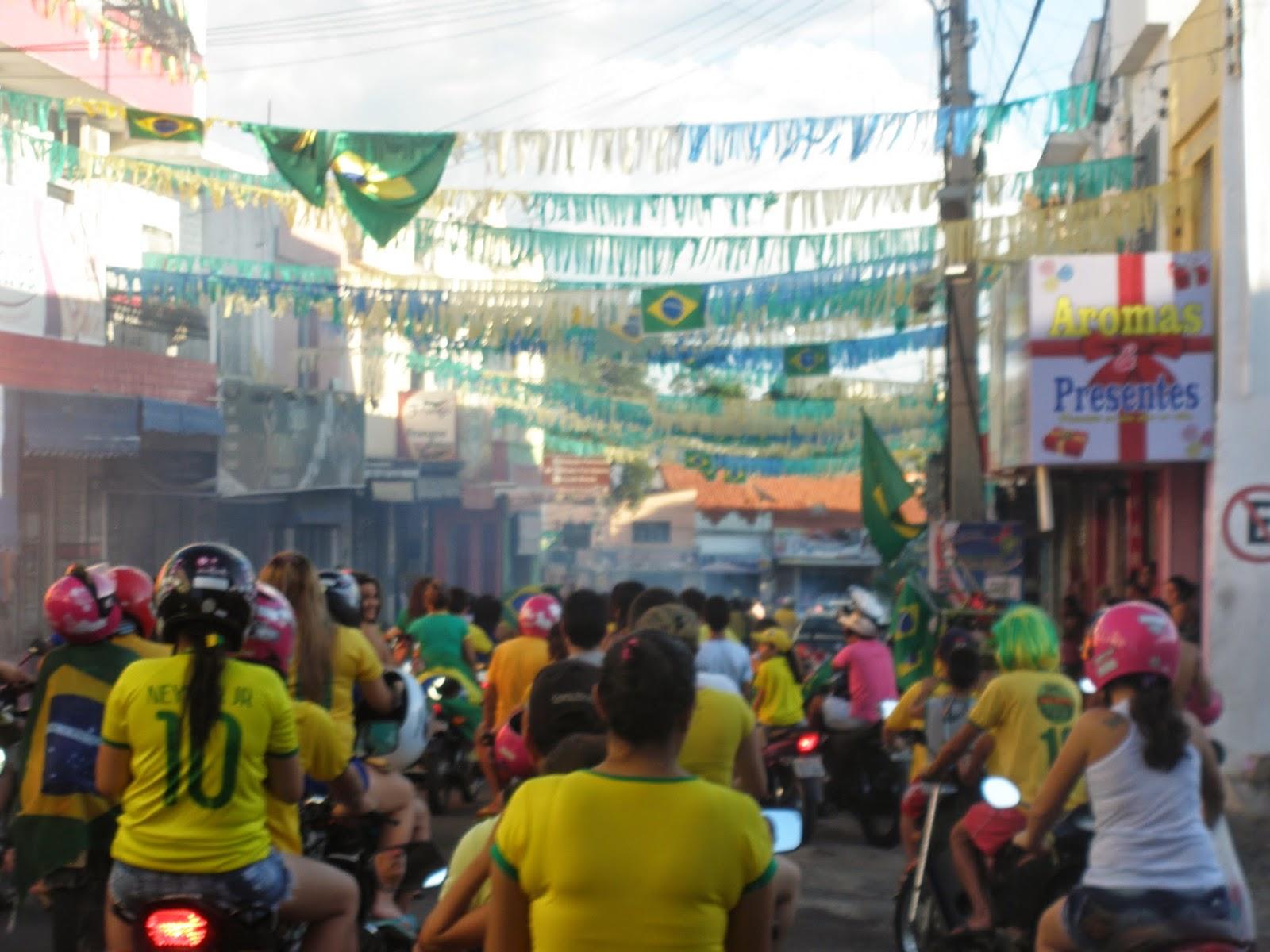 Após sofrimento dos pênaltis, ipuenses extravasam alegria em grande carreata nas ruas de Ipu. Brasil está nas quartas de final do seu mundial