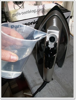 Dampfbügeleisen Panasonic NI-W920A - Wassertank befüllen