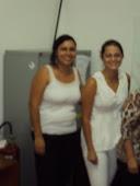 Maria Cristina  de Oliveira  ao lado da assistente social Laura