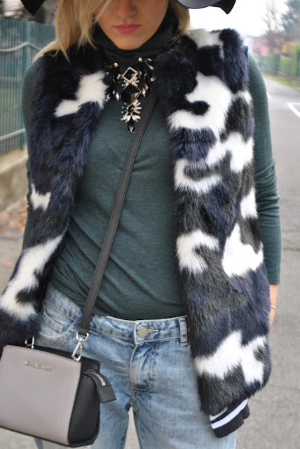 outfit gilet di pelliccia come abbinare il gilet di pelliccia abbinamenti gilet di pelliccia come abbinare il gilet di eco pelliccia come abbinare il gilet di pelliccia ecologica abbinamenti jeans pelliccia ecologica faux fur vest outfit how to wear faux fur vest how to combine faux fur vest gilet di pelliccia ecologica colorato outfit dicembre 2015 december outfits outfit casual invernali outfit casual autunnali outfit sporty fall casual outfit mariafelicia magno fashion blogger colorblock by felym fashion blog italiani fashion blogger italiane blog di moda blogger italiane di moda fashion blogger bergamo fashion blogger milano fashion bloggers italy italian fashion blogger influencer italiane italian influencer italian fashion bloggers gilet di pelliccia ecologica street style