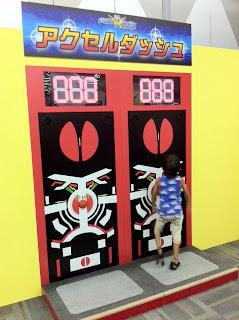 仮面ライダー×スーパー戦隊『Wヒーロー フェスティバル』で遊ぶ息子と甥