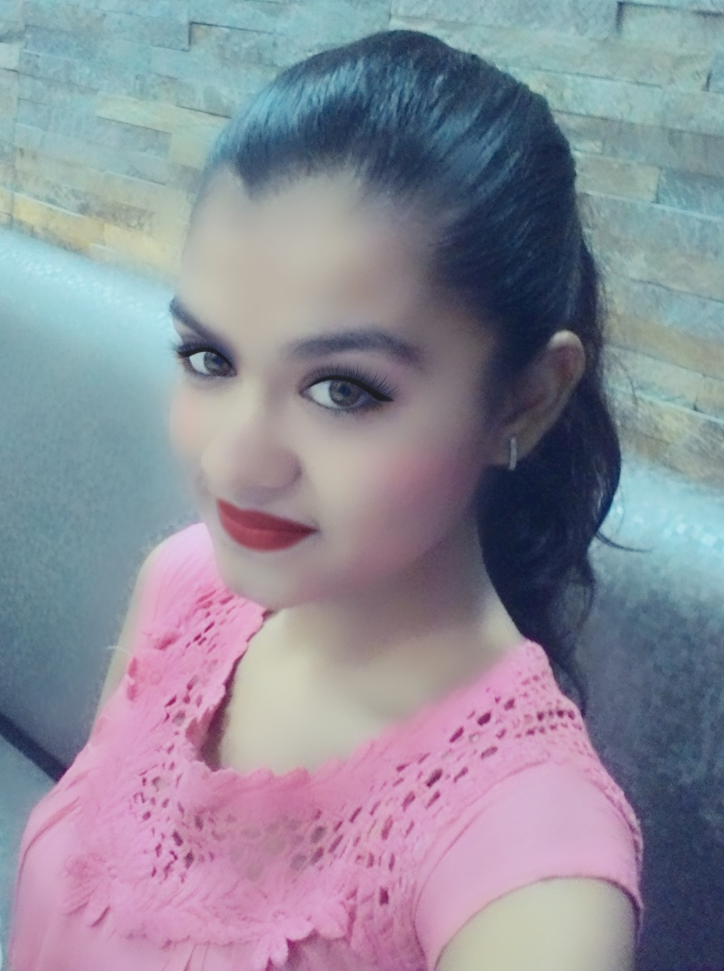Apoorva Maheshwari Popularly Known As Seraphic Apoorva Is An Indian Teenage Girl Her Make Up Tutorials And Songs On Youtube Are Loved By People