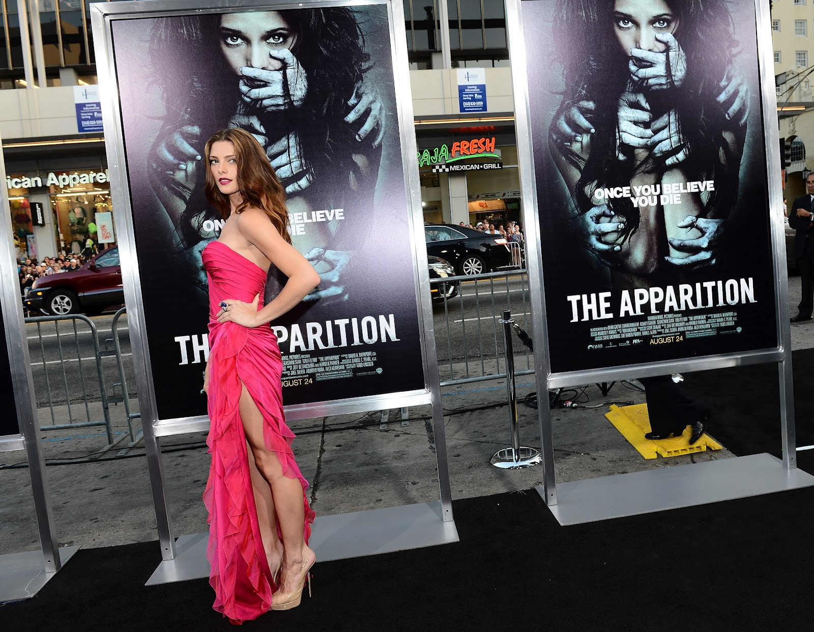 http://1.bp.blogspot.com/-r7BgOgjzsxs/UDdA8Y0ET6I/AAAAAAAANII/YXFVXAkl0Qw/s1600/Ashley+Greene+attends+The+Apparition+premiere+in+Hollywood+on+August+23rd+2012-04.jpg