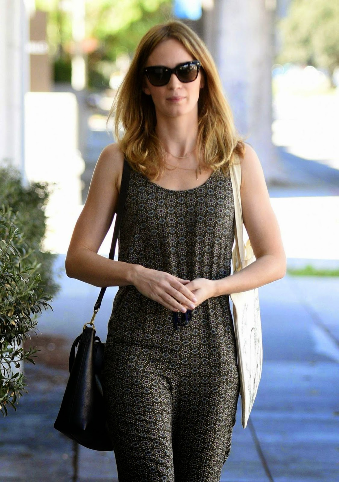 Actress @ Emily Blunt Leaving a Beauty Salon in Los Angeles