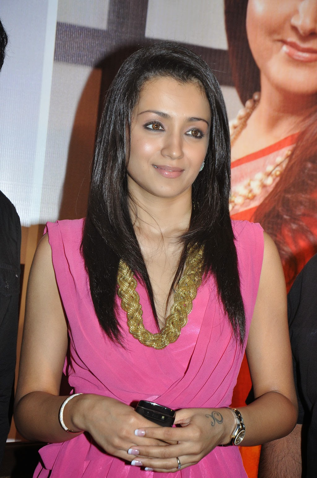 trisha latest hot cleavage pics