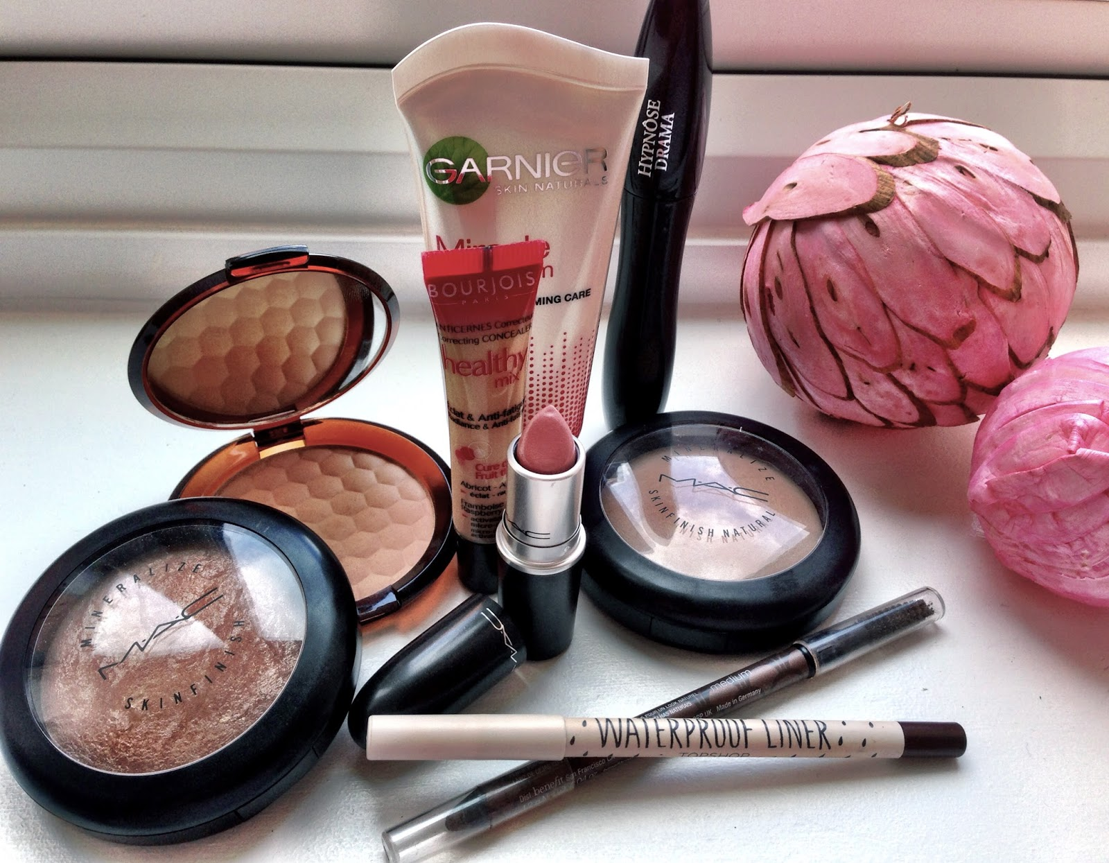 Garnier Miracle Complexion, Bourjois Healthy Mix Concealer, MAC MSF Soft & Gentle, The Body Shop Honey Bronze Bronzing Powder, MAC Cremesheen Lipstick Creme Cup, Mac Mineralise Natural Powder, Topshop Waterproof Eyeliner, Benefit Instant Brow Pencil, Lancome Hypnose Drama Mascara