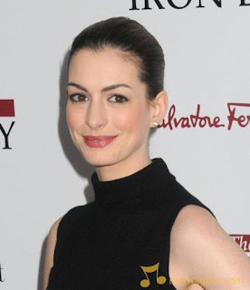 Anne Hathaway has not yet set the wedding date