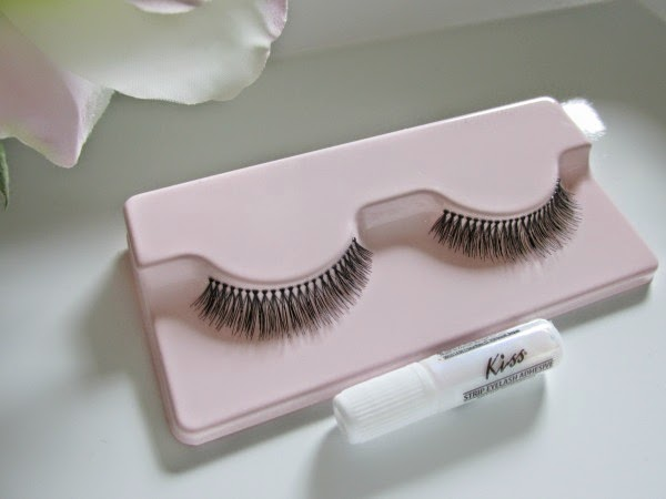 Broadway Eyes Natural Lashes Frivolous mit Kleber
