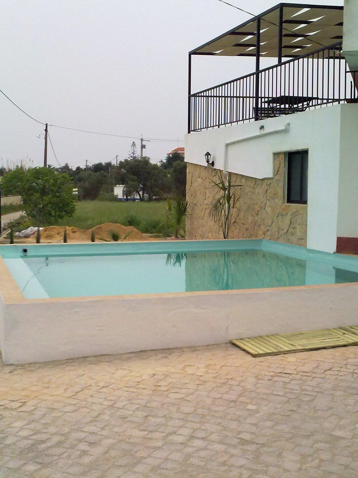 Casa do pinheiro a piscina da casa for Piscinas desmontables profundas