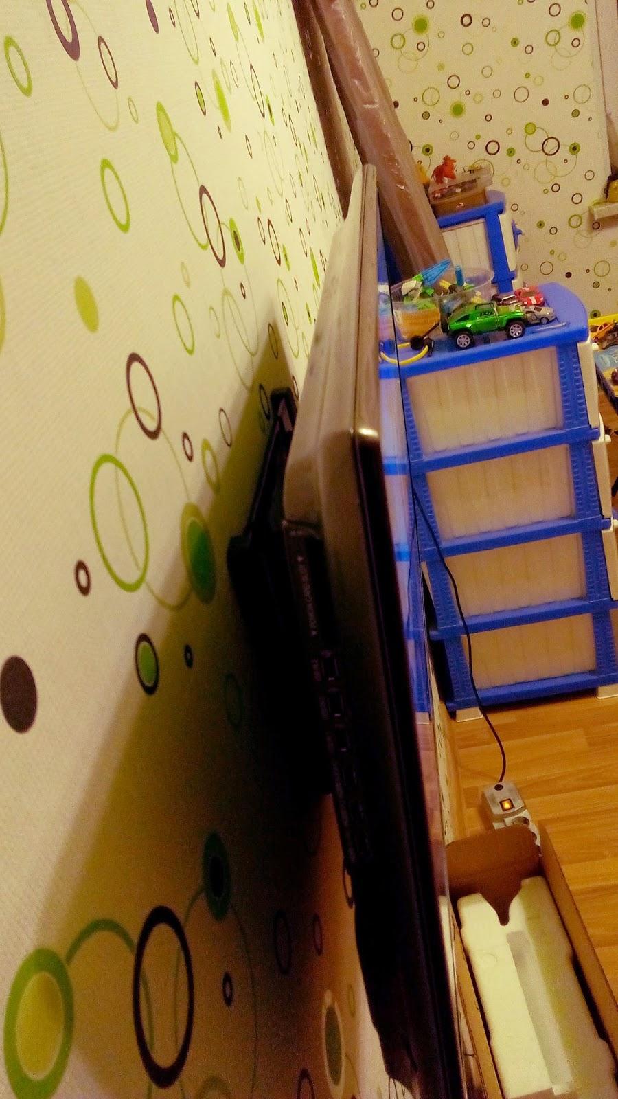Телевизор LG 32LB650V  крепление на стене