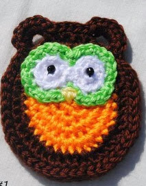 http://www.cre8tioncrochet.com/2013/09/owl-family-portrait-five-free-applique-patterns/