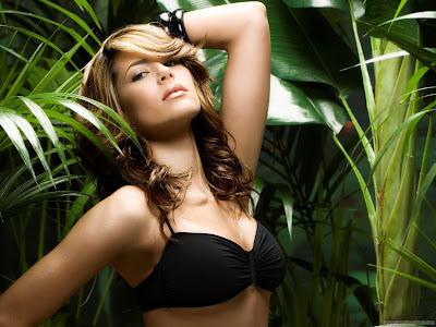 Karima Adebibe Actress and Model Wallpaper-1600x1200-05