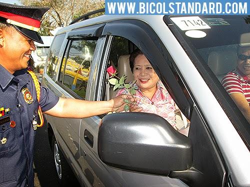 PNP CamSur Pulang Rosas Handog sa iyo ng Pulis