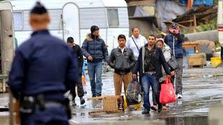 Evacuation d'un camp de Roms, le 18 septembre 2013, à Lille (Nord).