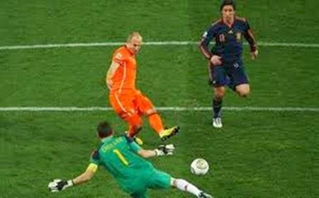 O holandês Arjen Robben perde gol feito na final da copa de 2010