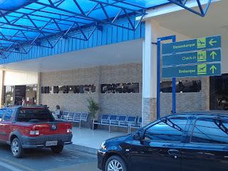 Pequena reforma na entrada do aeroporto.