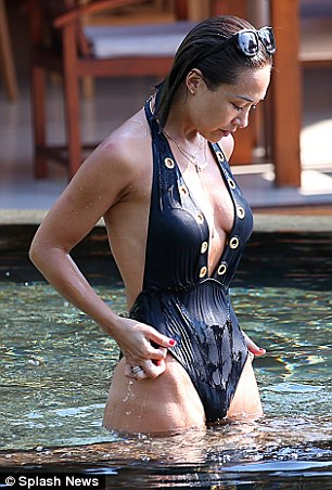 Myleene Klass Seriously Sexy wet derriere plunging swimsuit %281%29.jpg