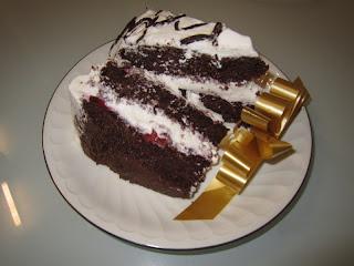 Tarta de chocolate y nata montada
