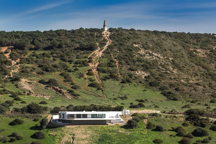 Modern Villa Escarpa by Mario Martins in the nature