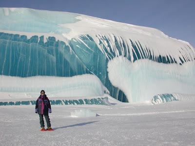 Ombak Laut Yang Beku Menjadi Es