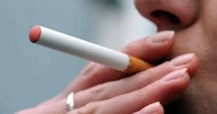 Una sigaretta elettronica o e-cigs.
