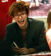 3) ExoChanYeol. Mutluluk kaynağım virüsüm :) Chanyeol deyince aklıma ilk . (exo chanyeol laughs with glasses on )